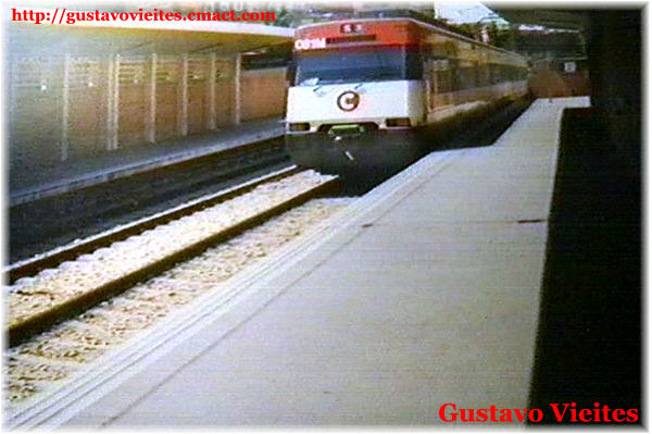 Una de las primeras composiciones UT-446 en la estación de Móstoles(1990)