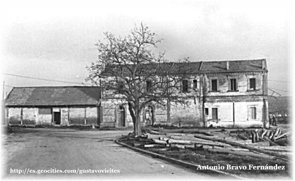 Antigua Estación de ALMOROX en 1988, antes de ser derribada - Lateral.- (Colaboración de D.Antonio Bravo Fernández).-