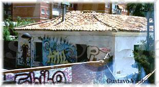 Casa de Empleados de la Línea, existente aún hoy, en uno de los laterales de las actuales vías de la C5 de MADRID,  en Móstoles.-