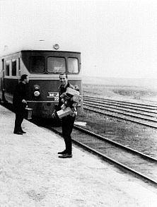 El Músico Walter Marchetti en la Estación de ALMOROX, Nótese la Unidad MAN.-